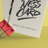 موکاپ کارت ویزیت در گیره کاغذ 2