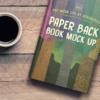موکاپ کتاب روی میز در کنار فنجان قهوه 2