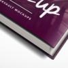 موکاپ کتاب جلد ضخیم با یک جلد کاغذی روی آن 1