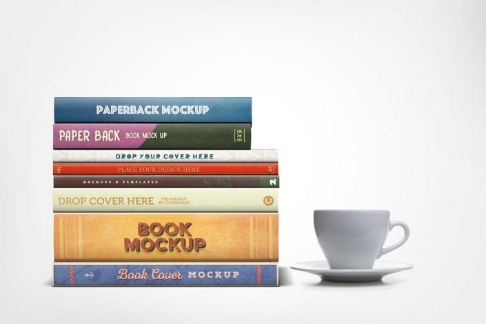 موکاپ چندین کتاب روی هم با اندازه شیرازه های مختلف