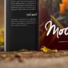 موکاپ کتاب با جلد کاغذی در طبیعت 3