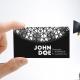 موکاپ کارت ویزیت در دست یک مرد