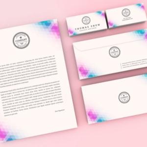 موکاپ لوازم التحریر شرکت شامل سربرگ، پاکت نامه، کارت ویزیت، مداد