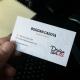 موکاپ کارت ویزیت در دست واقعی زیبا